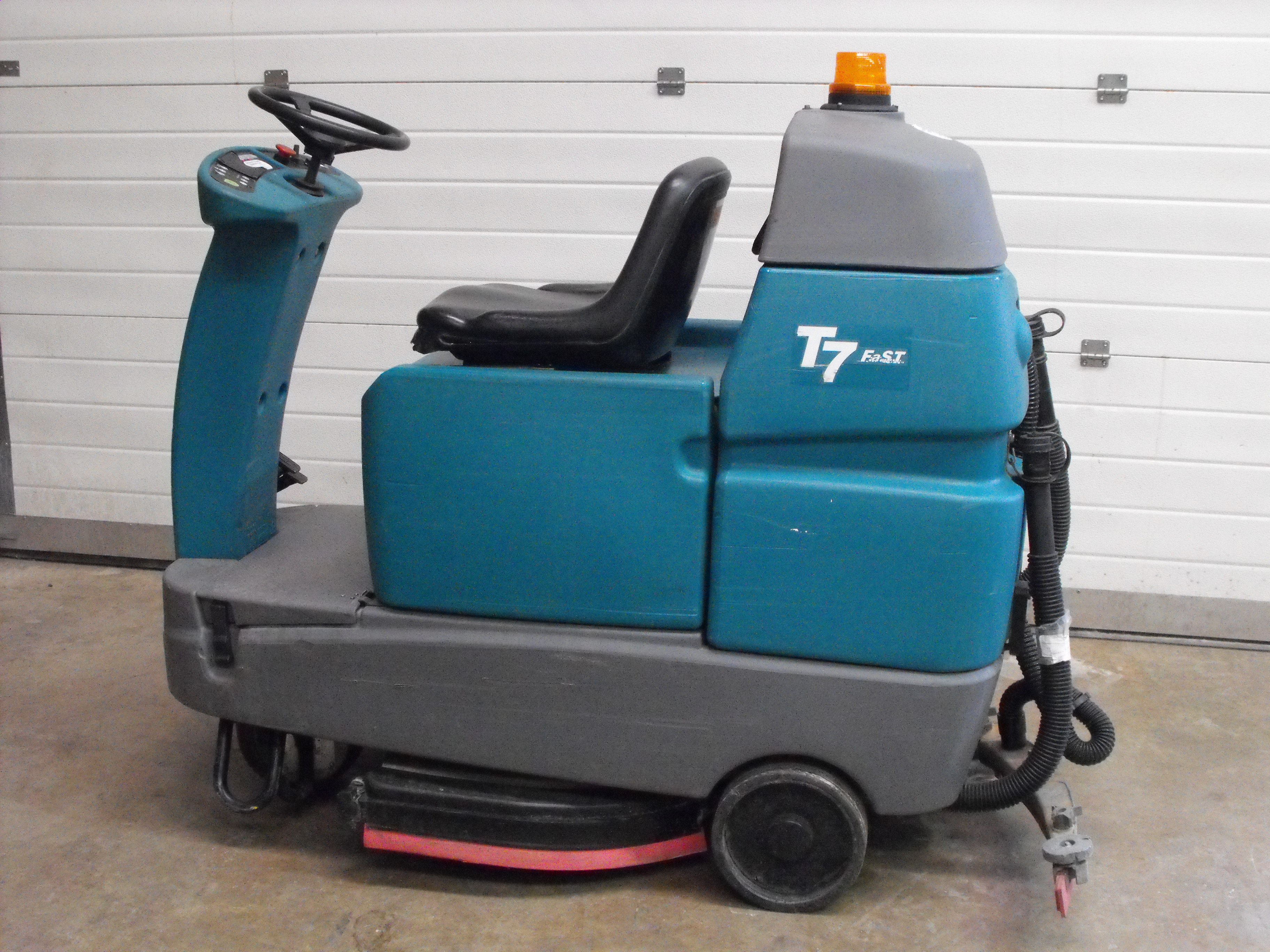 Tennant T7 Ride On Scrubber Dryer Southern Cleaning